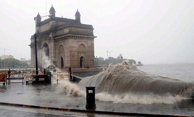 Mumbai :A view of Gateway of India during the high tide due to continue rain in Mumbai on Tuesday. PTI Photo (PTI7_15_2014_000182A)